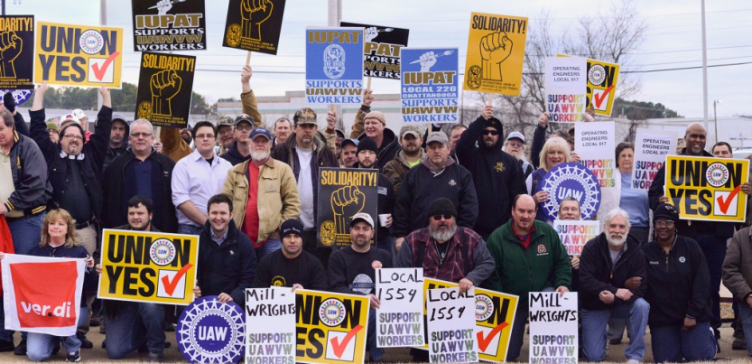 "A crowd with signs saying ""Millwrights Local 1554 support UAWVW workers,"" ""IUPAT Local 226 supports UAWVW workers,"" ""Solidarity,"" ""Union Yes,"" ""Ver.di,"" ""UAW"""