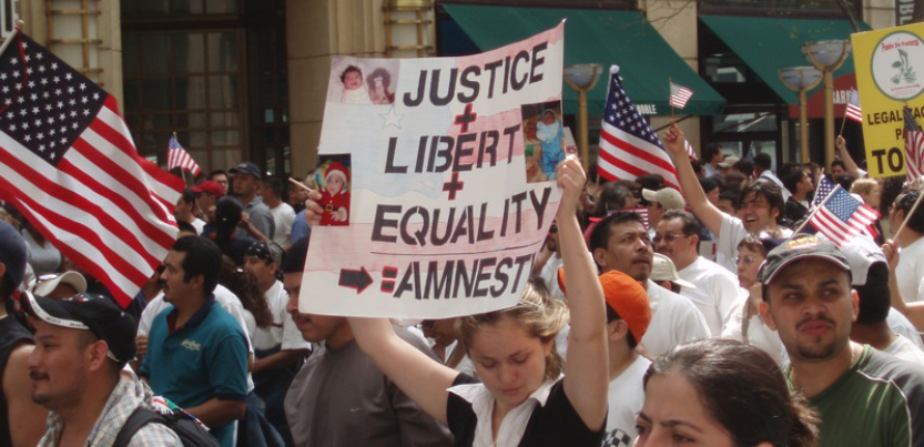 Protester marches for amnesty in Chicago 2007
