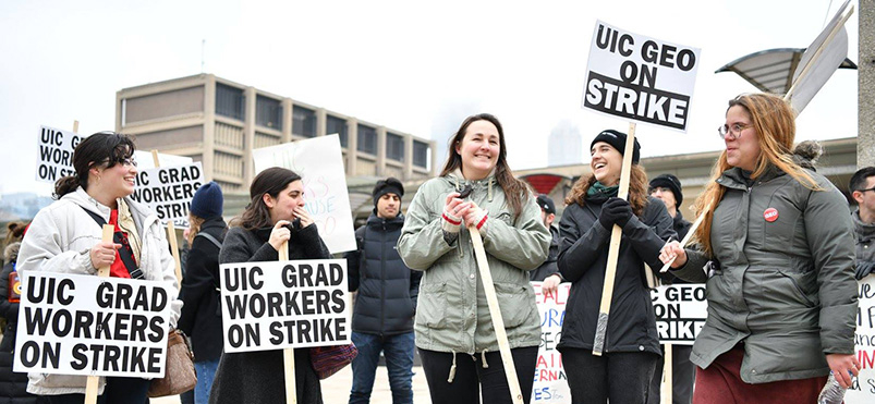 UIC GEO picketers call attention to unfair treatment of graduate employees.
